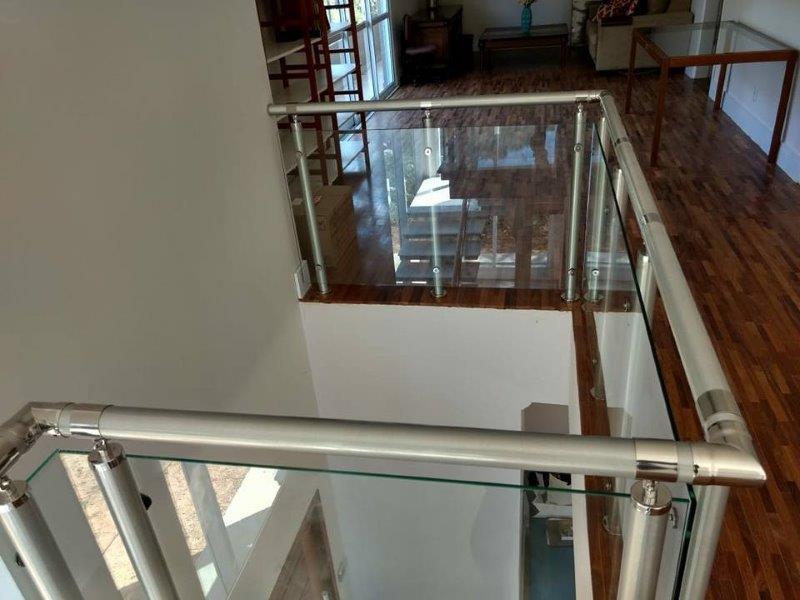 Guarda-corpo alumínio e vidro preço